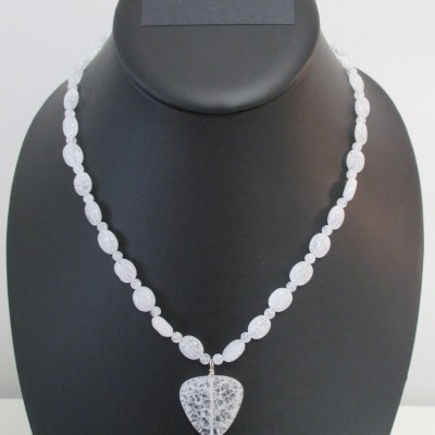 White crackled quartz with pendant set