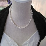 White round pearls and keisha nuggets‏ detail