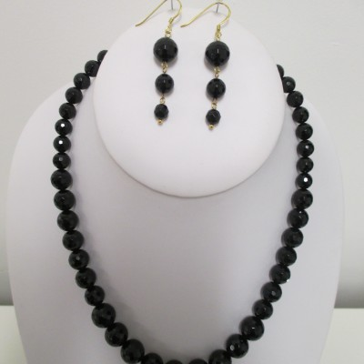 Black faceted agate set, graduated rounds‏