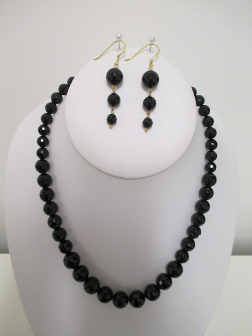 Black faceted agate set, graduated rounds