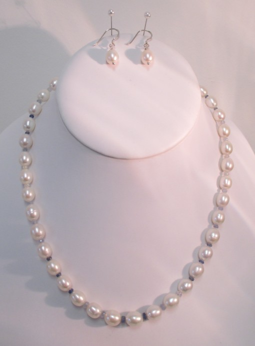 Pearls and colour graduated sapphire set‏