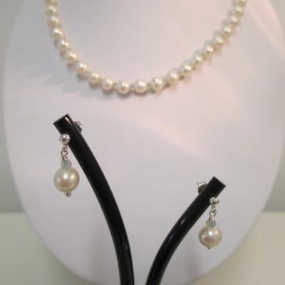 Pearls and aquamarine set