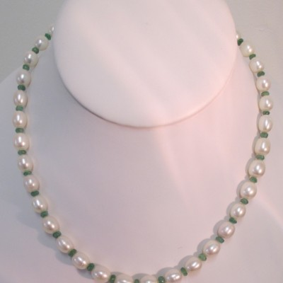 Pearls and emerald necklace