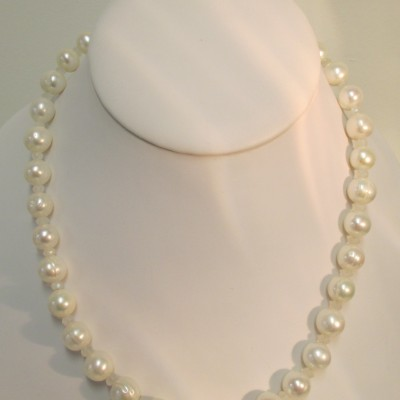 Pearls and moonstone necklace