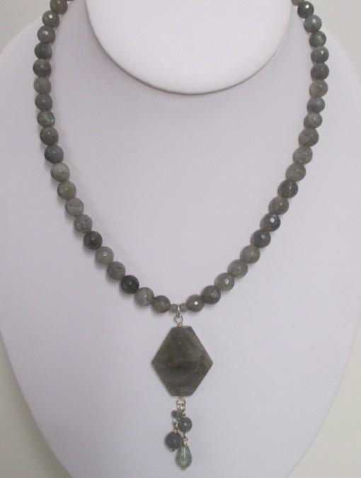 Labradorite necklace with pendant