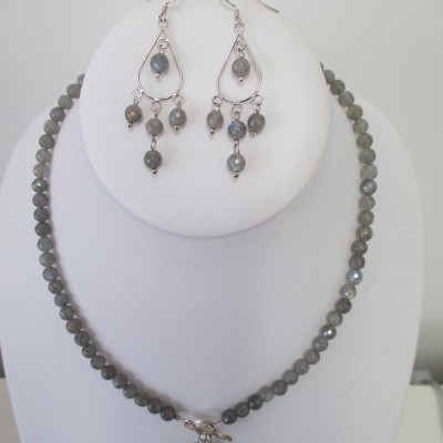 Labradorite set with toggle clasp pendant‏