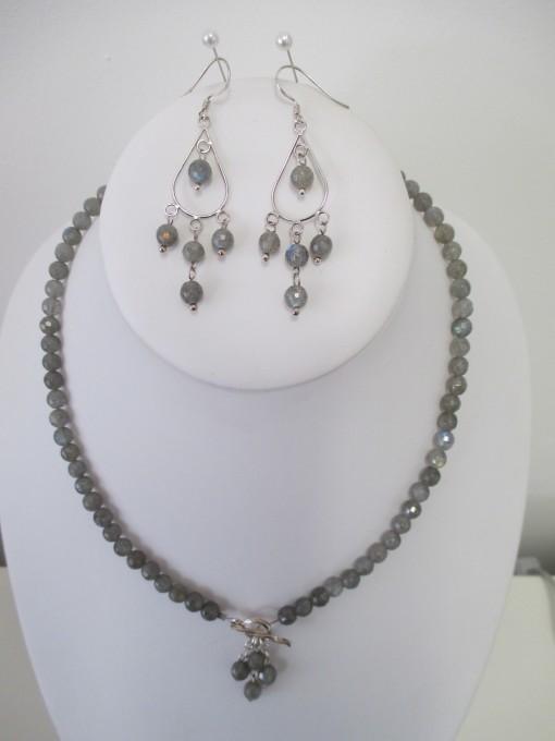 Labradorite set with toggle clasp pendant